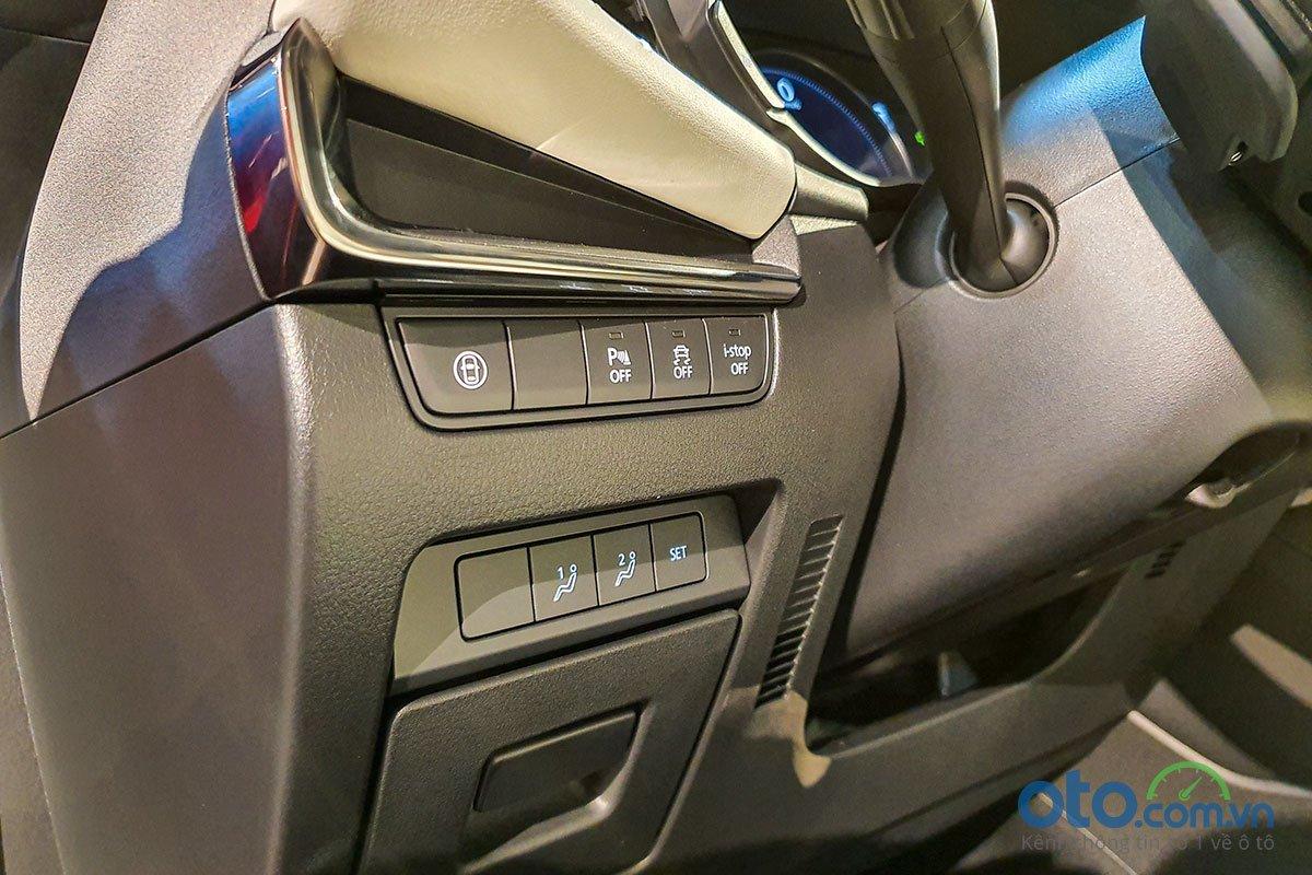 Đánh giá xe Mazda 3 Sport 2020 2.0L Premium: Ghế lái chỉnh điện có chức năng nhớ ghế 2 vị trí.