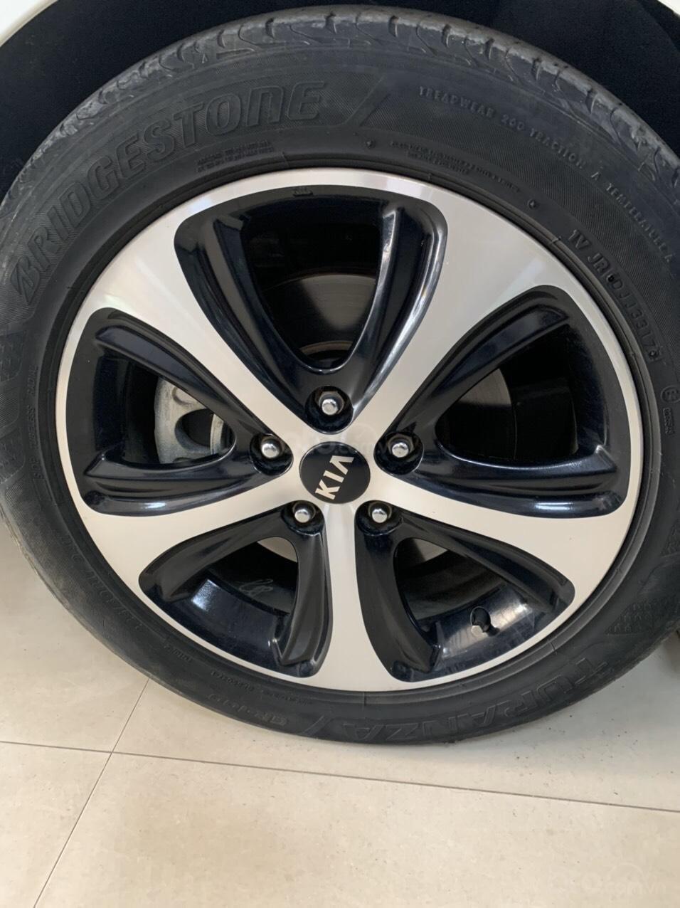 Cần bán gấp Kia Rondo 2016 đăng ký 2017, xe tuyệt đẹp (5)