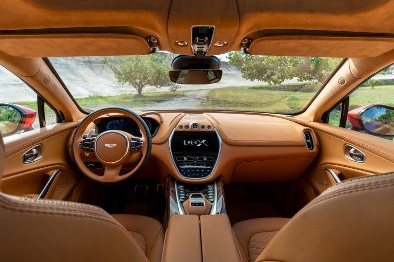 Aston Martin DBX 2020.