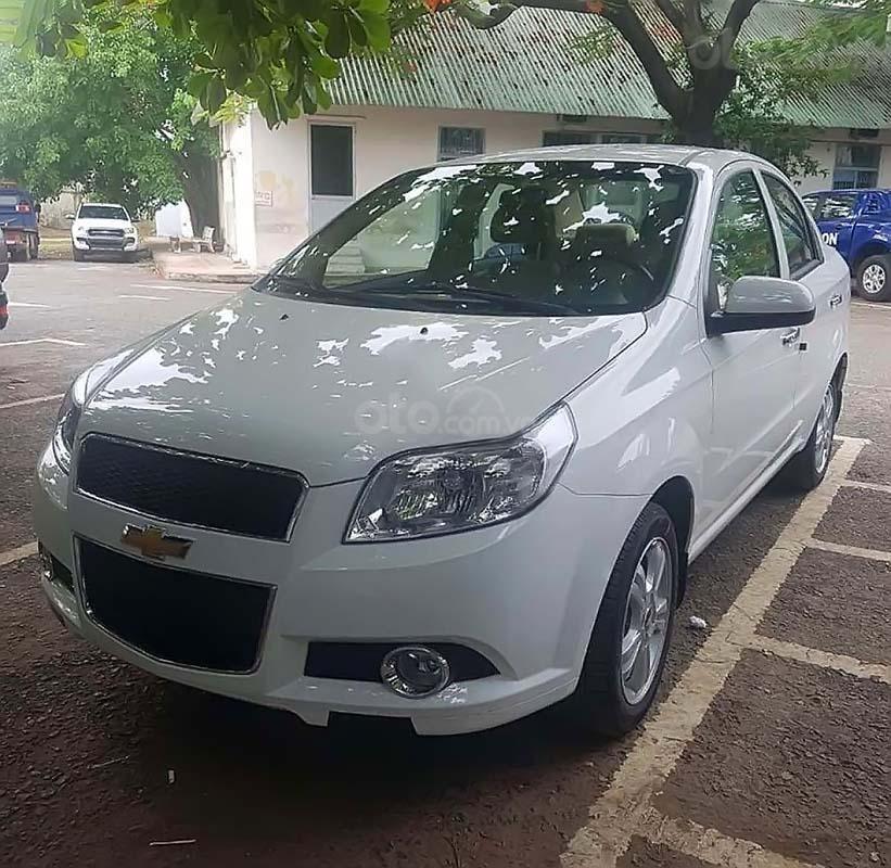 Cần bán Chevrolet Aveo LT 1.4 MT đời 2018, màu trắng số sàn, 364tr (1)
