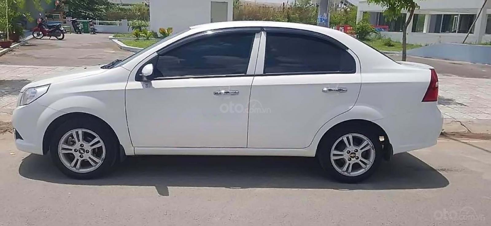 Cần bán Chevrolet Aveo LT 1.4 MT đời 2018, màu trắng số sàn, 364tr (2)