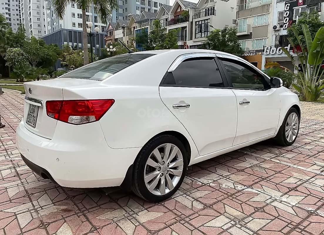 Cần bán lại xe Kia Cerato 1.6AT năm 2011, màu trắng, nhập khẩu (2)