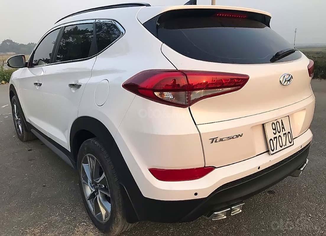 Bán Hyundai Tucson đời 2018, màu trắng như mới (2)