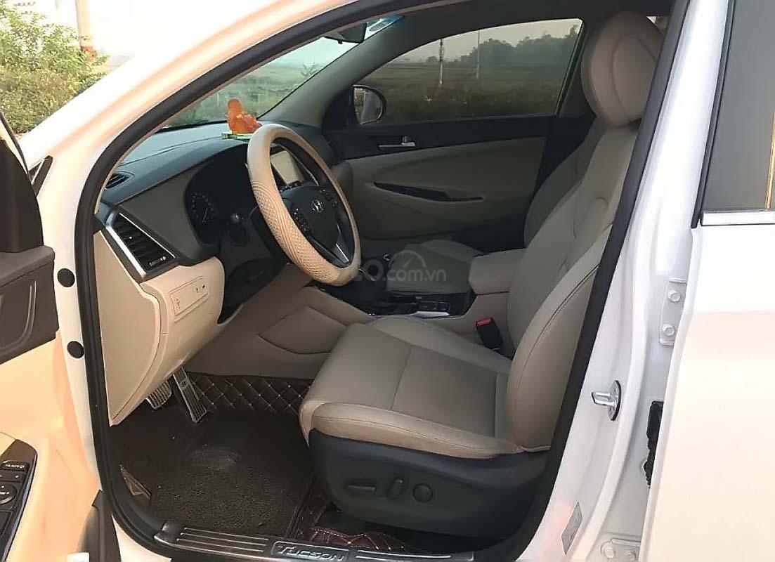 Bán Hyundai Tucson đời 2018, màu trắng như mới (3)