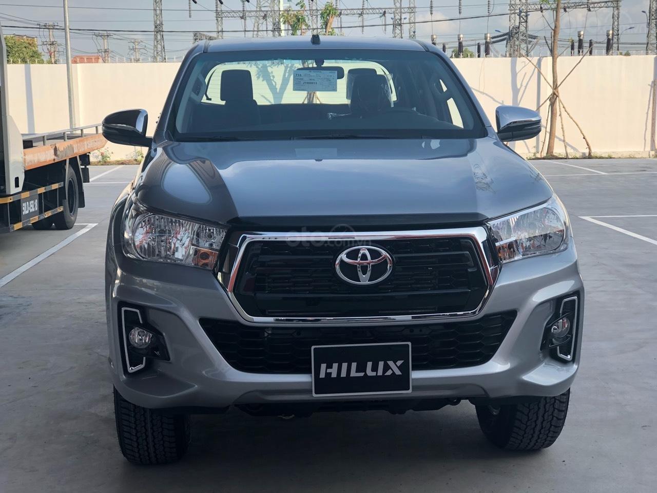 Bán Toyota Hilux 2.4MT, 2.4AT, 2.8AT khuyến mãi tiền mặt, tặng phụ kiện- xe giao ngay toàn quốc (1)