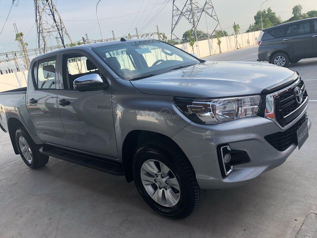 Bán Toyota Hilux 2.4MT, 2.4AT, 2.8AT khuyến mãi tiền mặt, tặng phụ kiện- xe giao ngay toàn quốc (2)