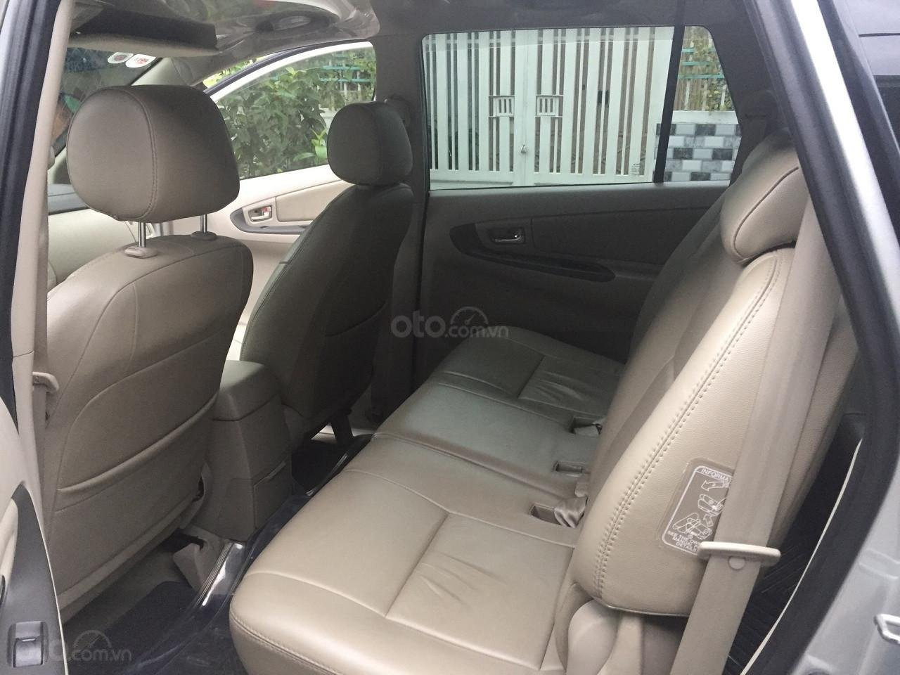 Bán Toyota Innova 2016, màu bạc, số sàn, xe rất mới (6)