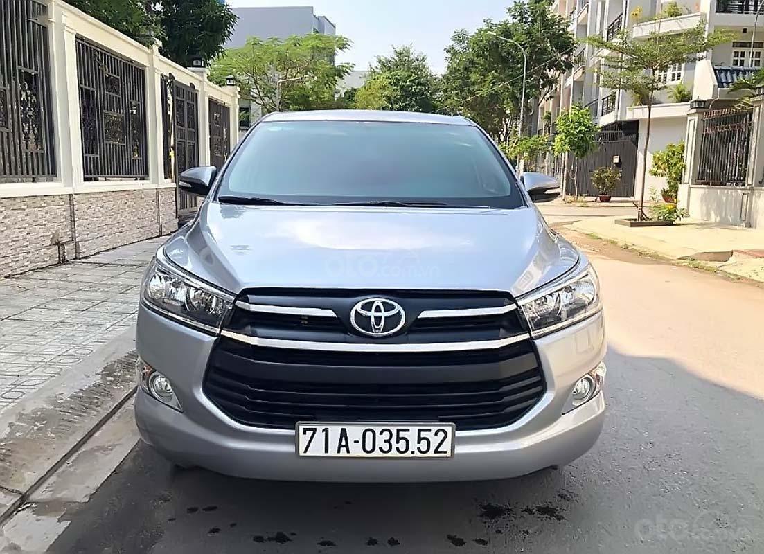 Bán Toyota Innova 2.0E năm 2018, màu bạc, số sàn (1)