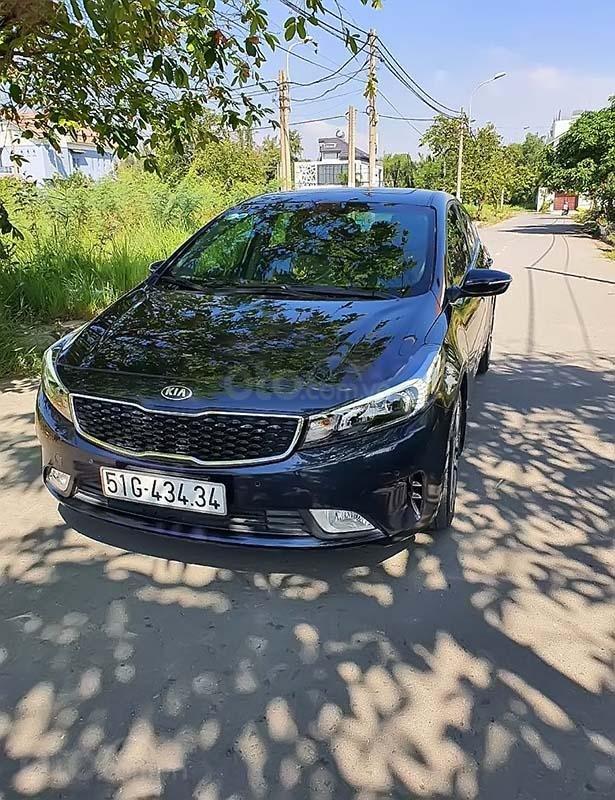 Cần bán Kia Cerato đời 2017, màu xanh lam, đã đi 30.000km  (1)