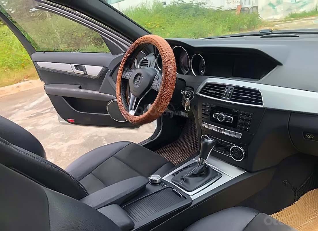 Bán Mercedes C200 đời 2014, màu bạc, giá chỉ 735 triệu (4)