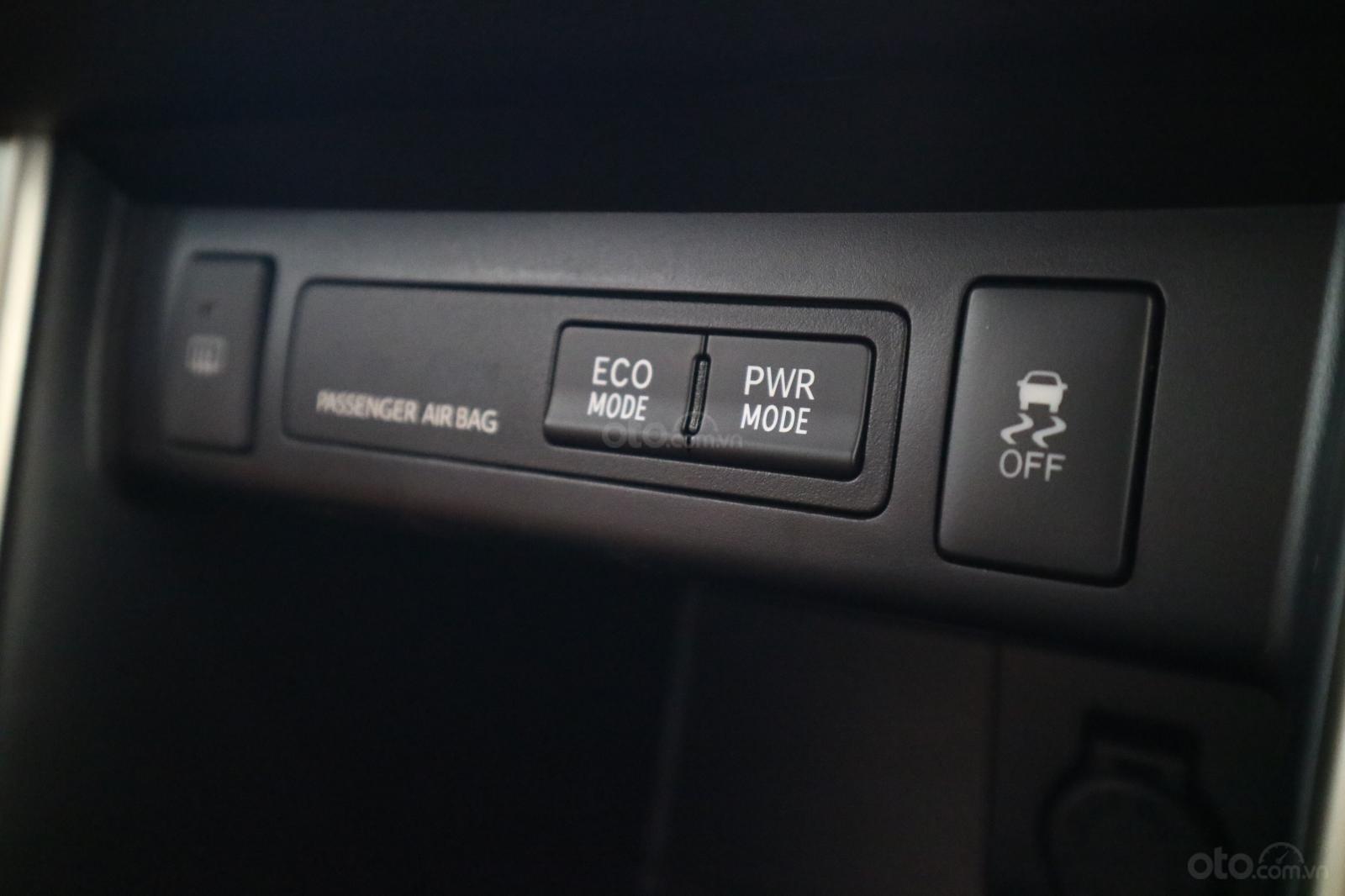 Toyota Innova 2020 sở hữu chức năng hỗ trợ chế độ lái Eco và Power 1