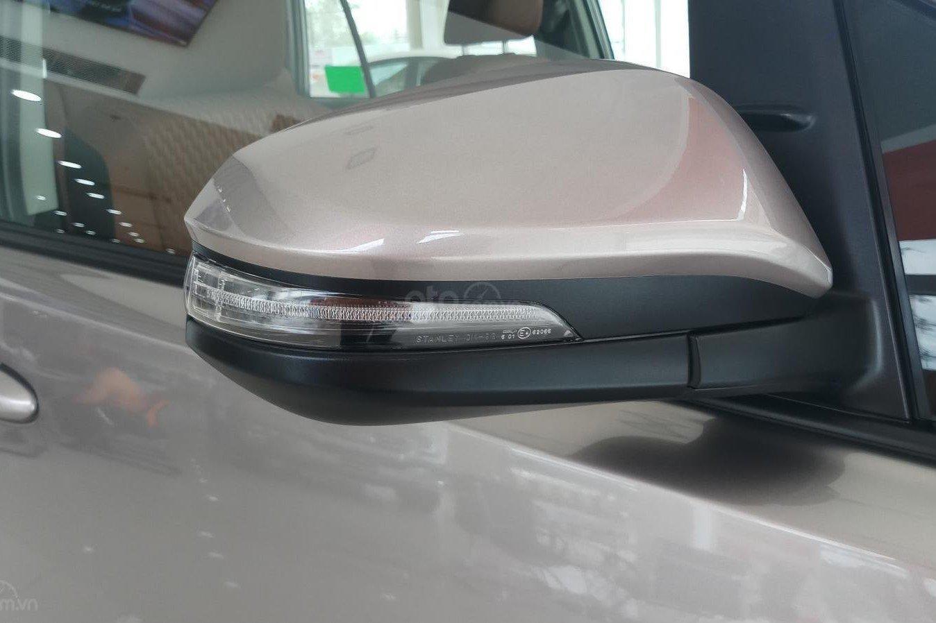 Thiết kế gương chiếu hậu xe Toyota Innova 2020 1
