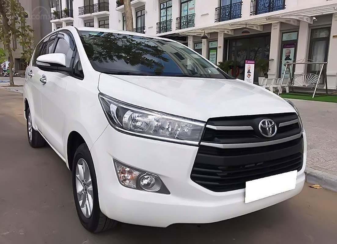 Cần bán lại xe Toyota Innova 2.0E đời 2017, màu trắng còn mới, 646tr (1)