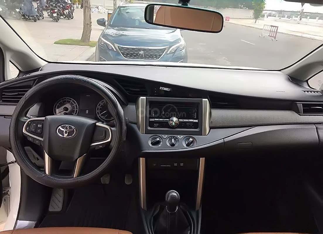 Cần bán lại xe Toyota Innova 2.0E đời 2017, màu trắng còn mới, 646tr (2)