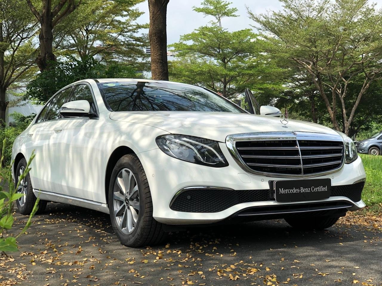Mercedes-Benz E200 2019, chỉ 20 km, giá tốt nhất cuối năm (2)