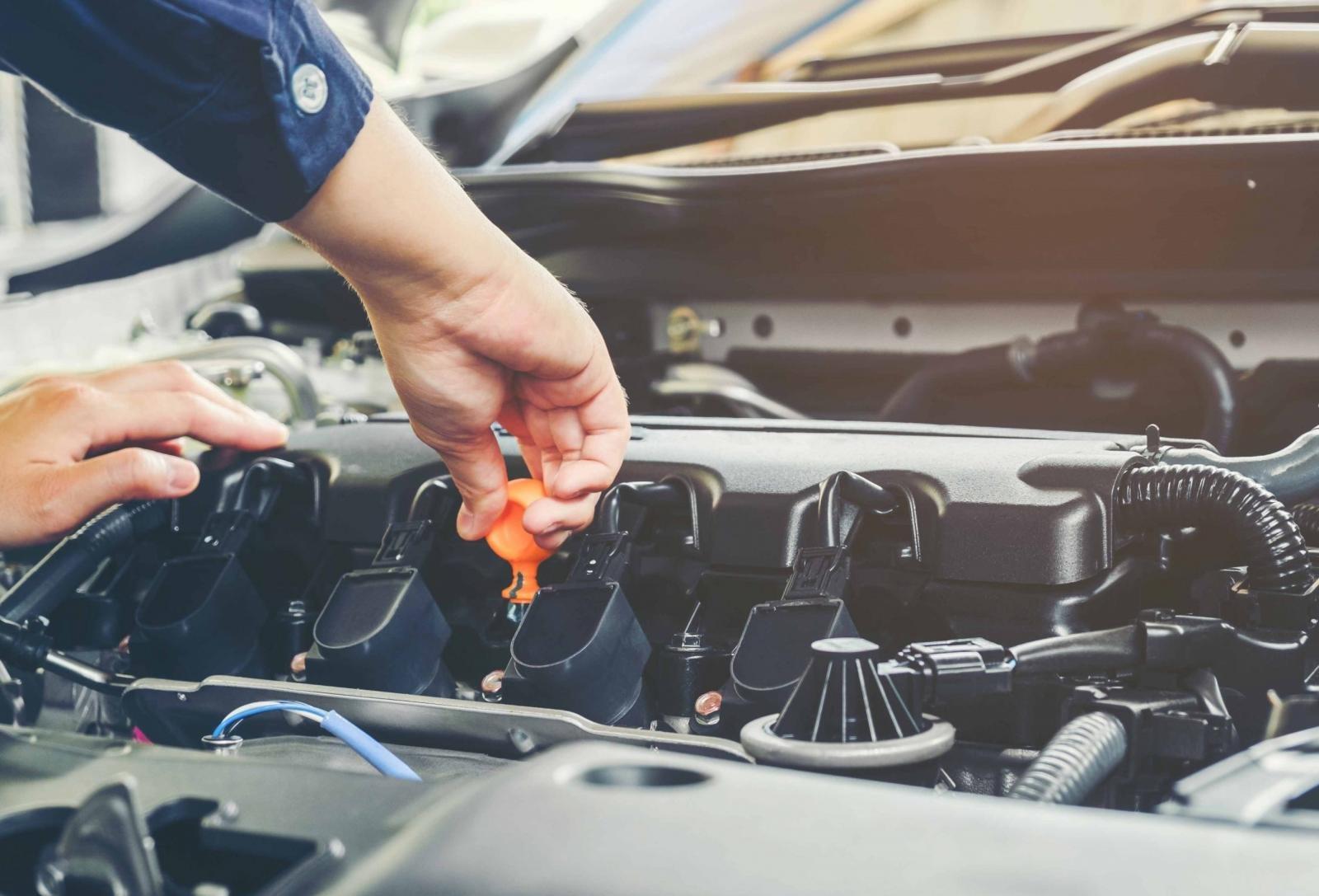 Kinh nghiệm lái xe ô tô đường dài an toàn đó là cần kiểm tra xe thật kỹ trước khi khởi hành.