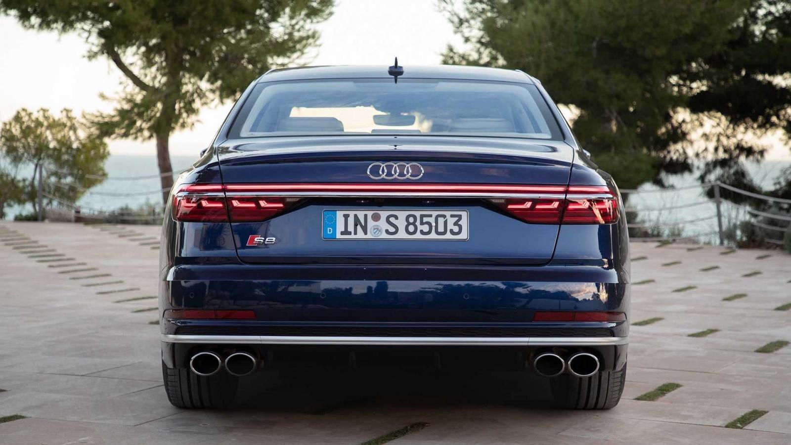 Đuôi xe Audi S8 2020