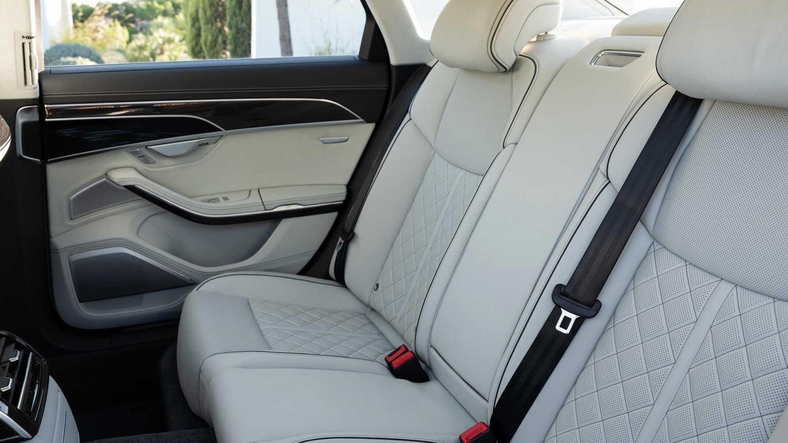 Đánh giá xe Aud S8 2020 về hệ thống ghế ngồi - ghế sau