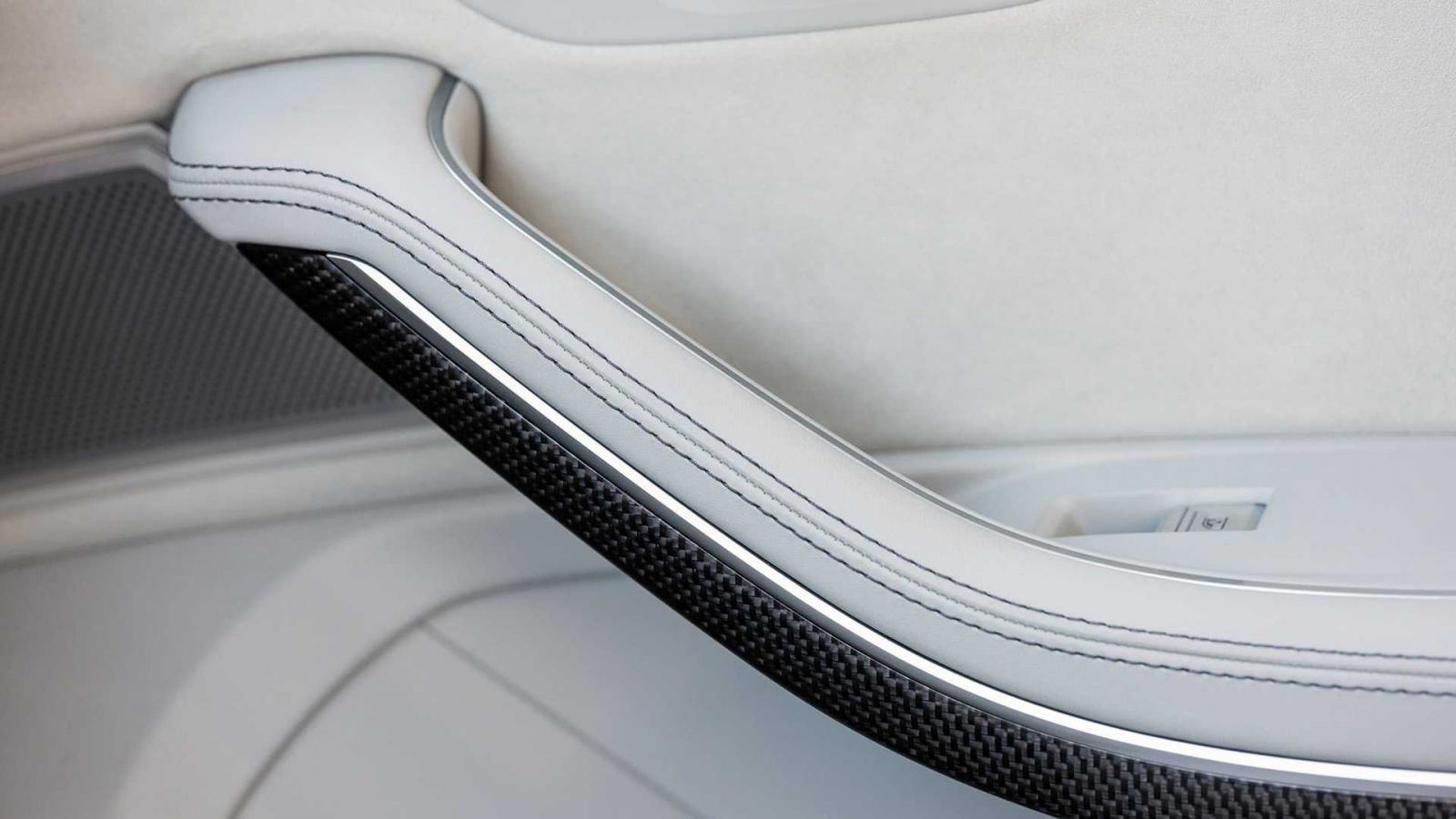 Đánh giá xe Audi S8 2020 về tiện nghi: cửa xe