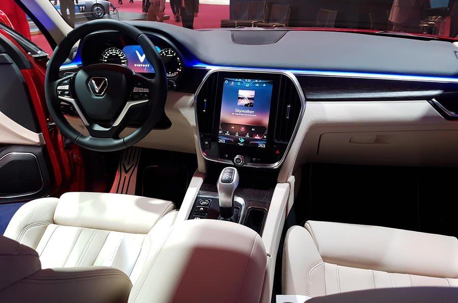 Hàng ghế trước xe VinFast LUX SA2.0