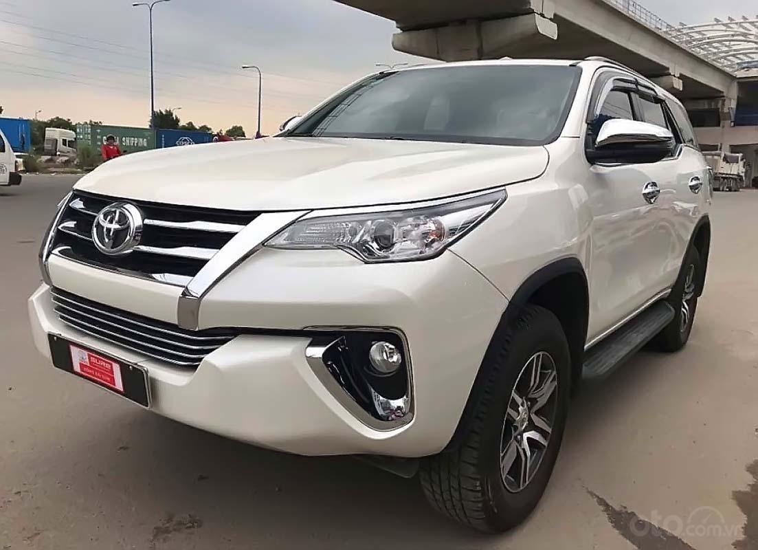 Bán Toyota Fortuner 2.7V 4x2 AT đời 2019, màu trắng, xe nhập (1)