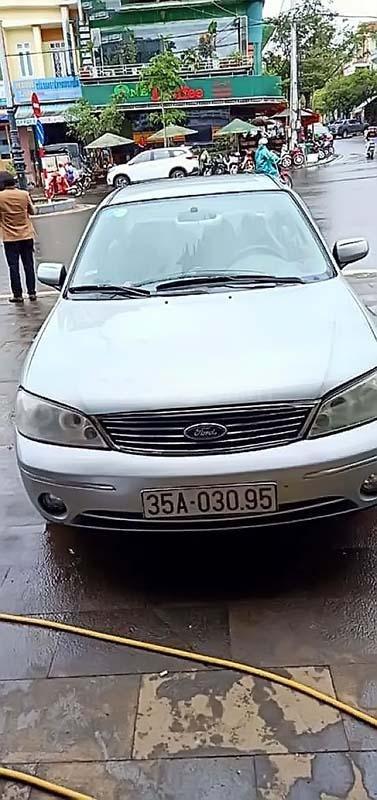 Bán xe Ford Laser GHIA 1.8 MT sản xuất 2003, màu bạc, số sàn (1)