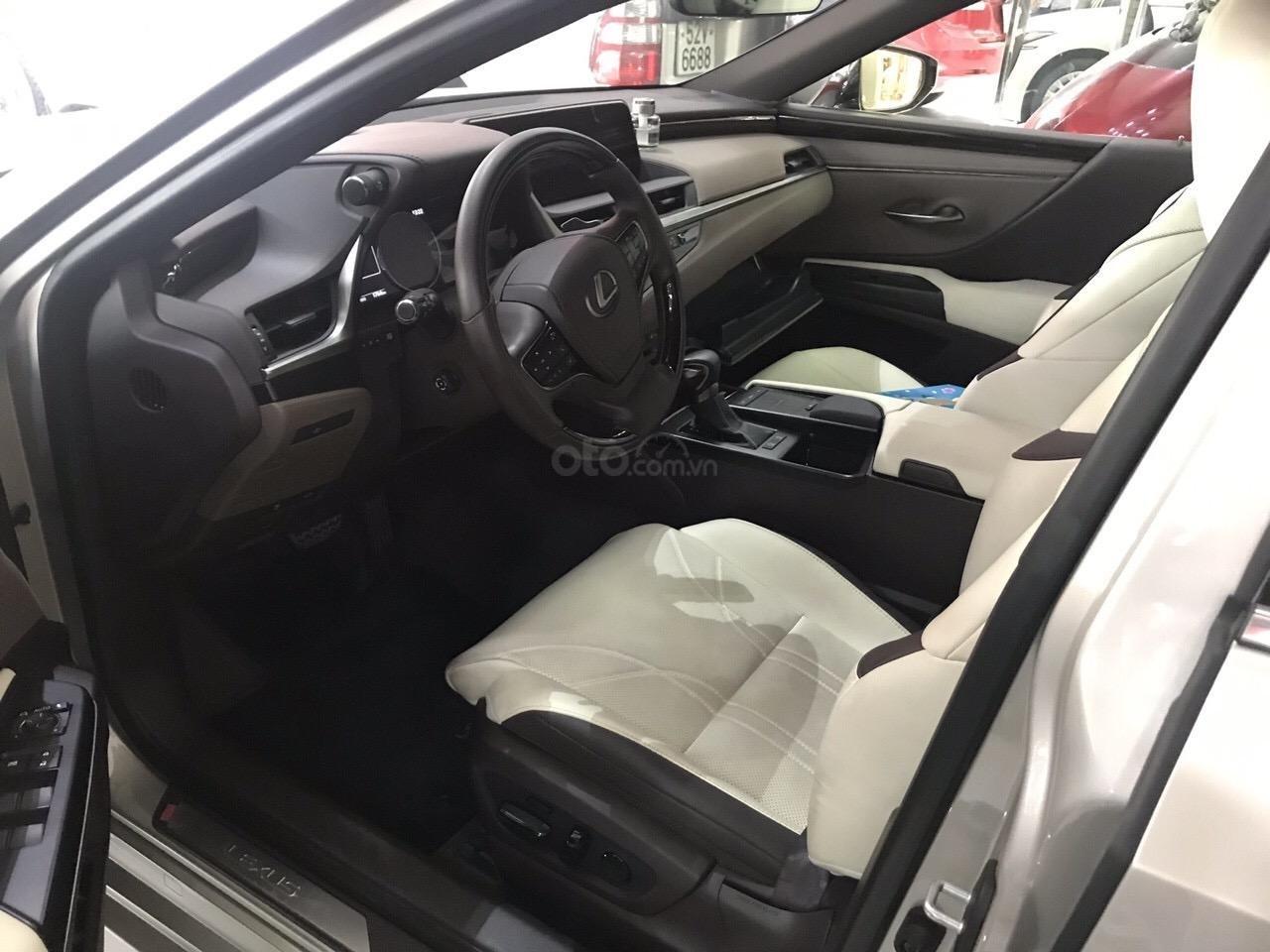 Bán Lexus ES 250 2019, đi đúng 2500km siêu lướt, bảo hành 3 năm bao kiểm tra chất lượng xe tại hãng (6)