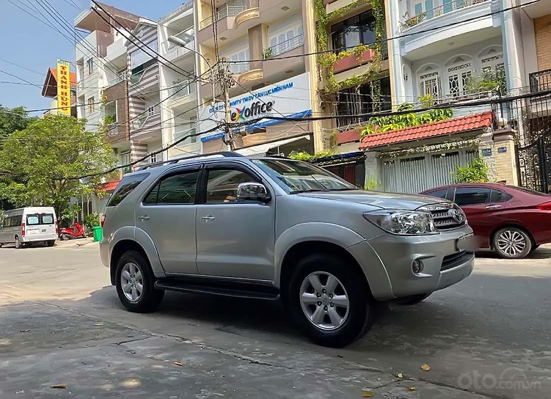 Bán Toyota Fortuner đời 2009, màu bạc còn mới (1)