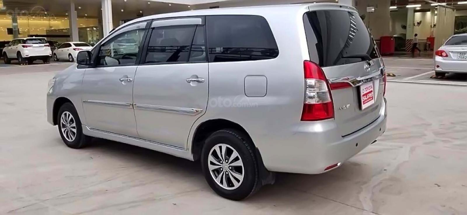 Cần bán Toyota Innova MT sản xuất 2014, màu nâu số sàn, giá tốt (2)