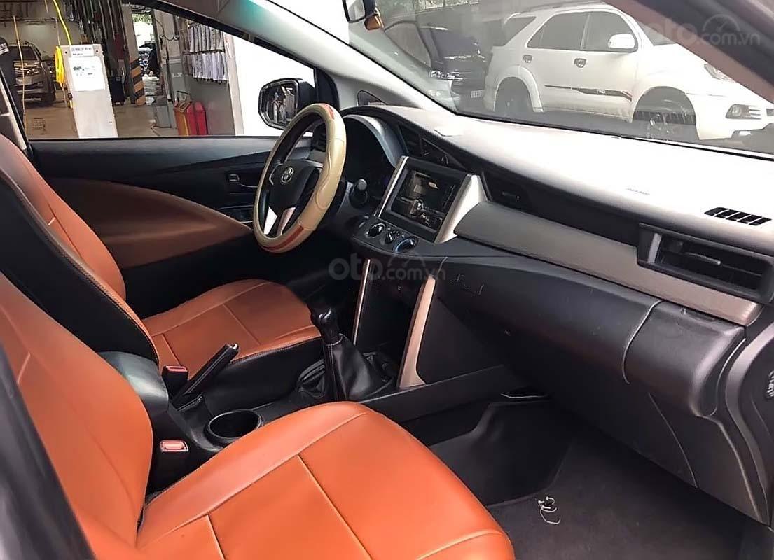 Cần bán Toyota Innova 2.0E đời 2018 số tự động (3)