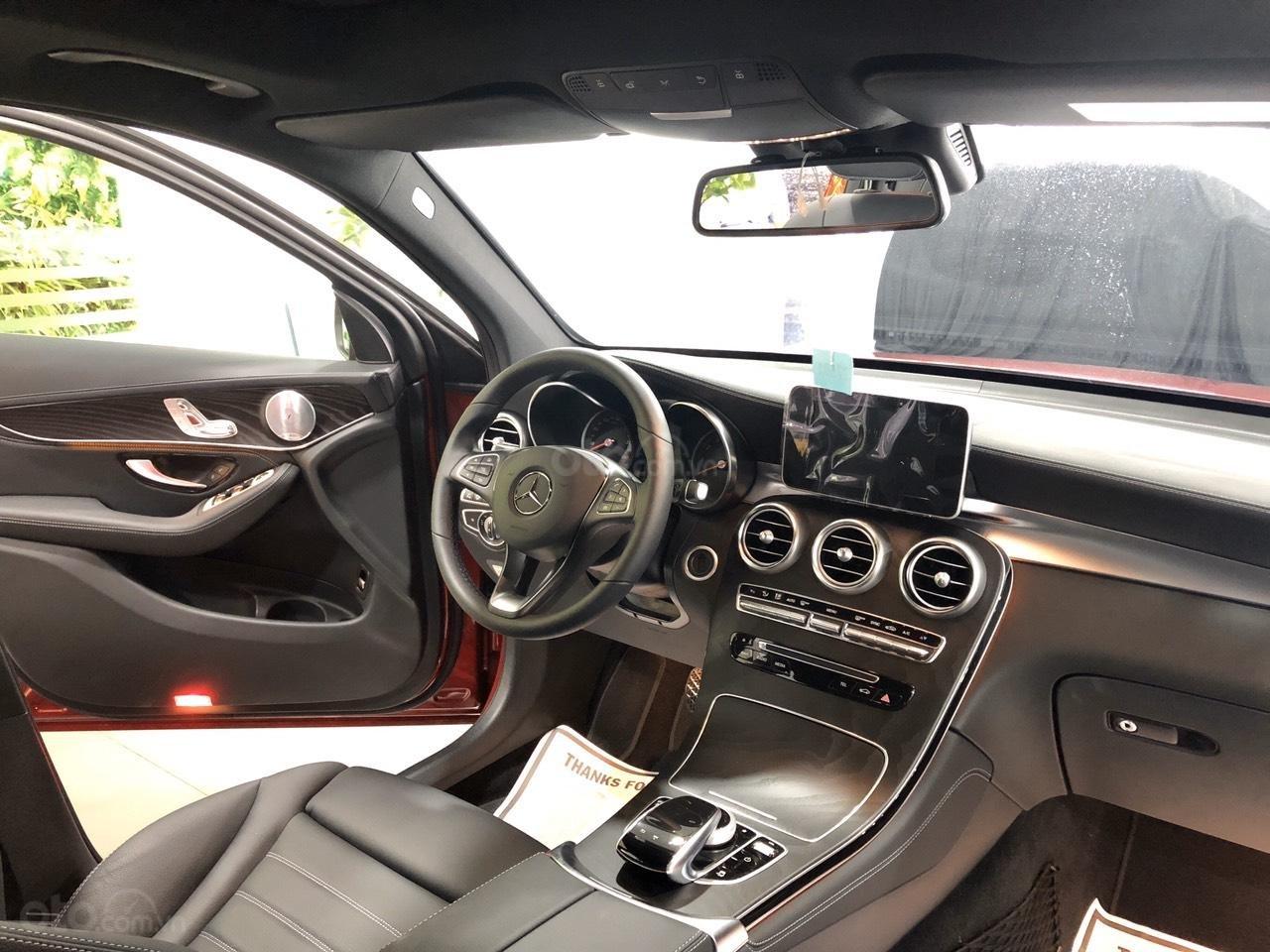 Cần bán nhanh chiếc Mercedes GLC - Class 300 AMG, năm 2019 - Có sẵn xe - Giao nhanh toàn quốc (9)