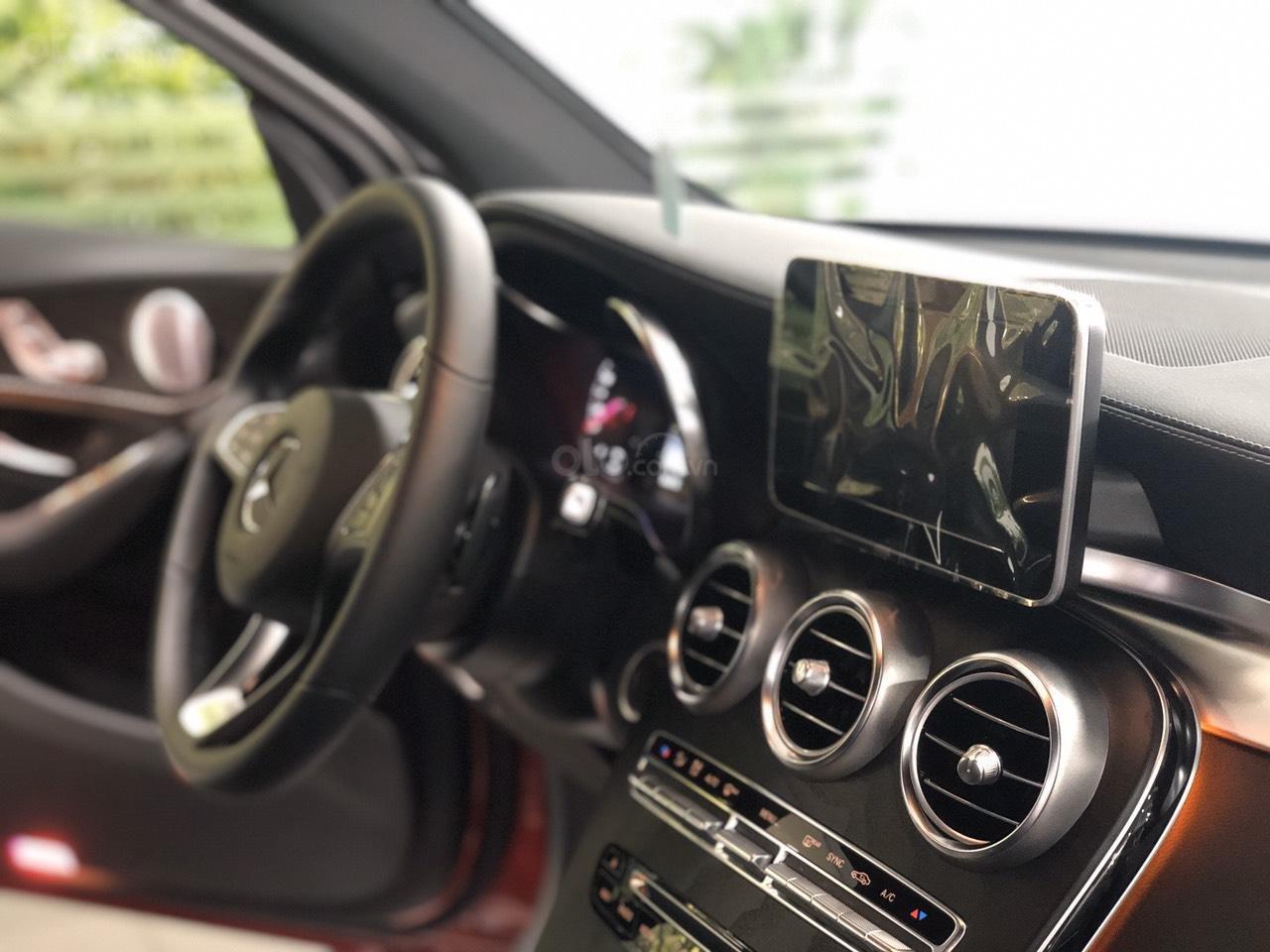 Cần bán nhanh chiếc Mercedes GLC - Class 300 AMG, năm 2019 - Có sẵn xe - Giao nhanh toàn quốc (10)