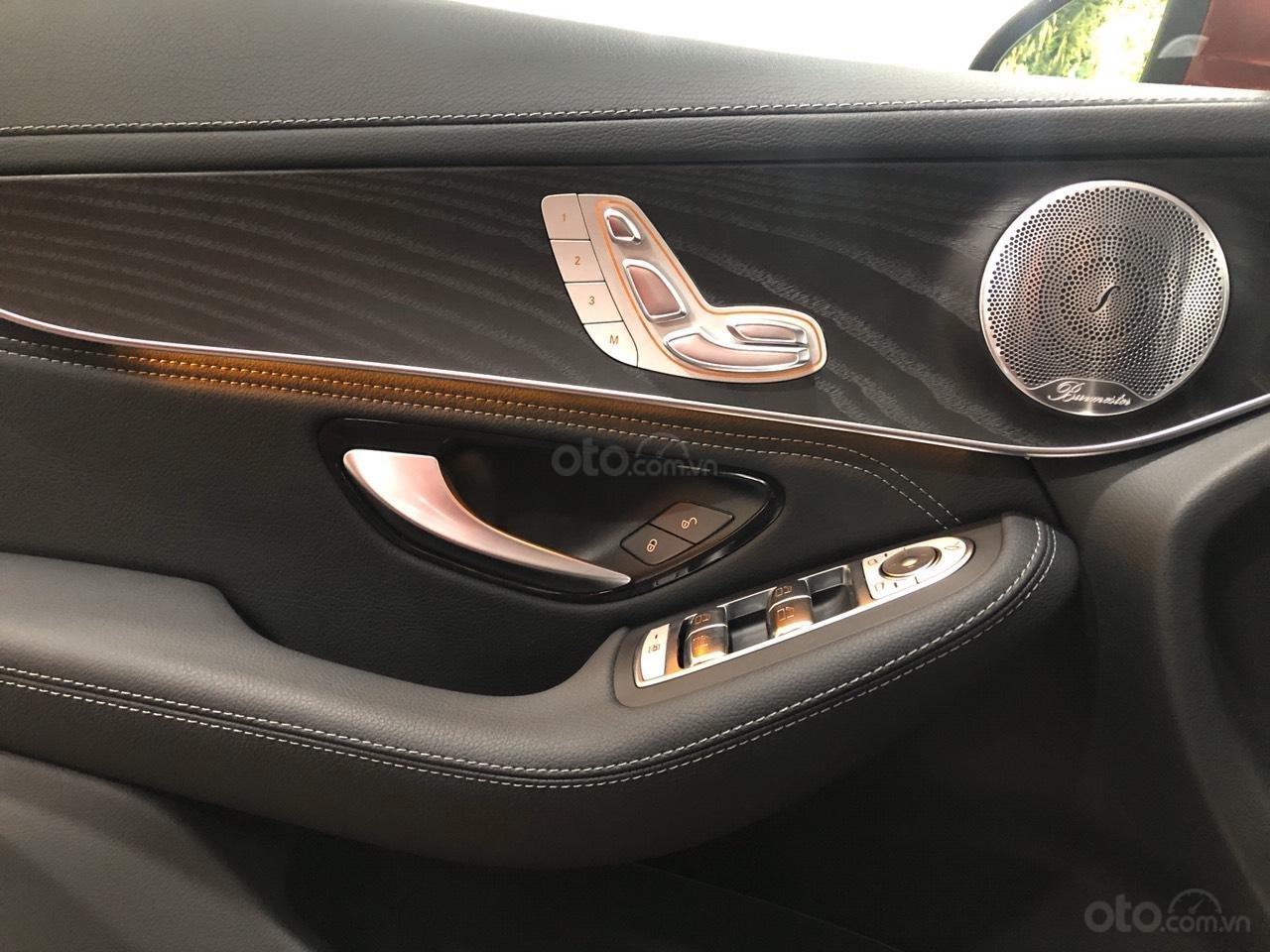 Cần bán nhanh chiếc Mercedes GLC - Class 300 AMG, năm 2019 - Có sẵn xe - Giao nhanh toàn quốc (11)