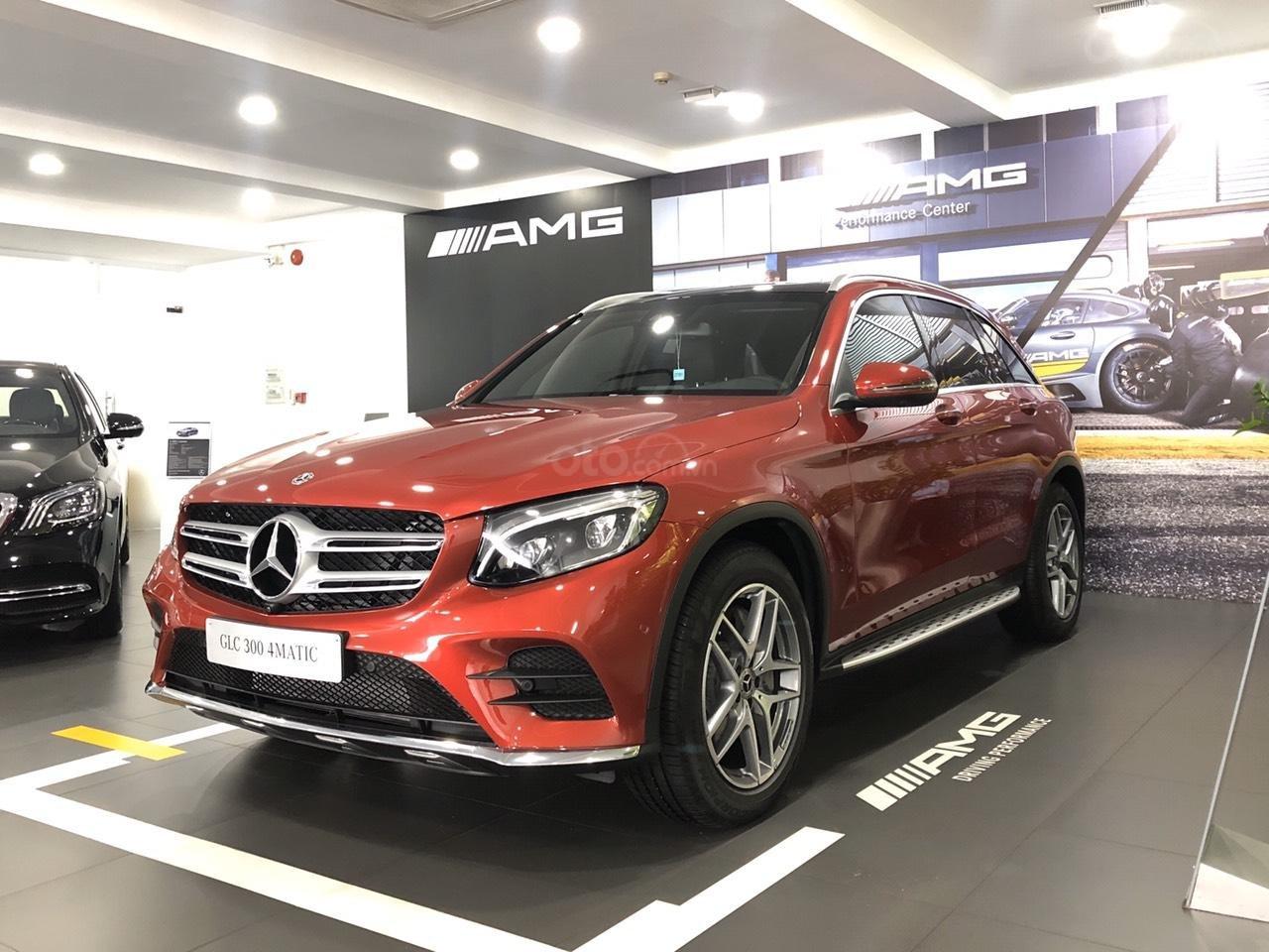 Cần bán nhanh chiếc Mercedes GLC - Class 300 AMG, năm 2019 - Có sẵn xe - Giao nhanh toàn quốc (13)