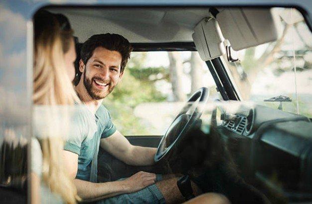 Quá say mê trò chuyện khi lái xe a7