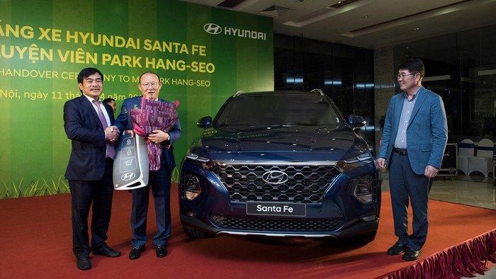 Điểm danh những mẫu xe HLV Park Hang-Seo được tặng từ khi đến Việt Nam a4