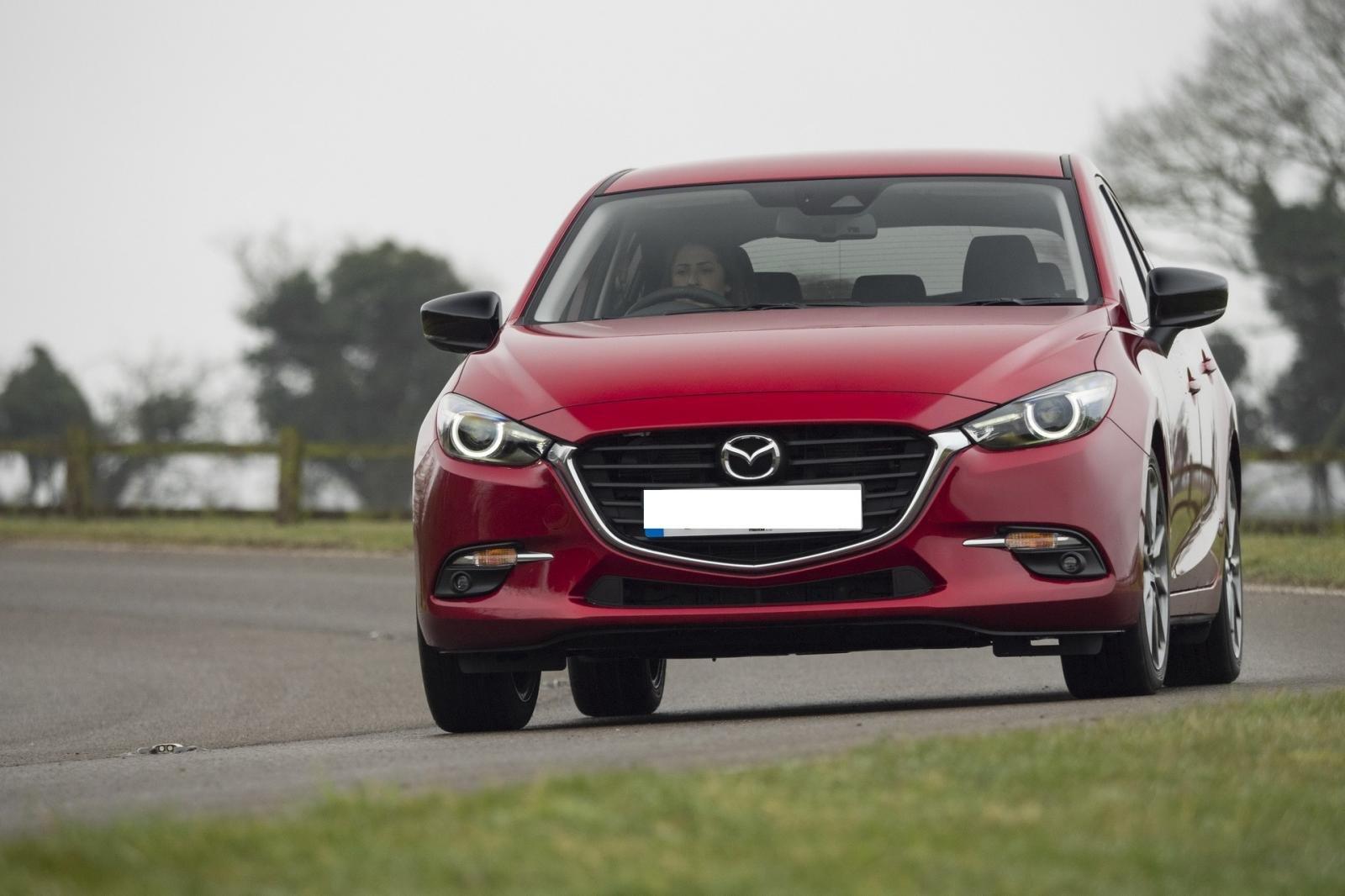So sánh qua ảnh xe Mazda 3 Sport 2020 và đời cũ a6