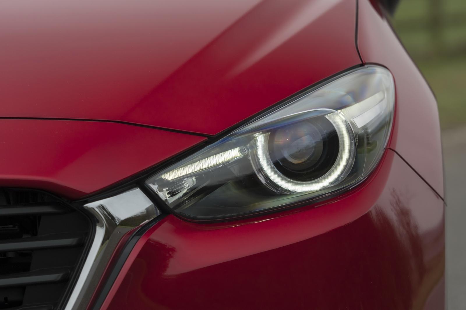 So sánh qua ảnh xe Mazda 3 Sport 2020 và đời cũ a4