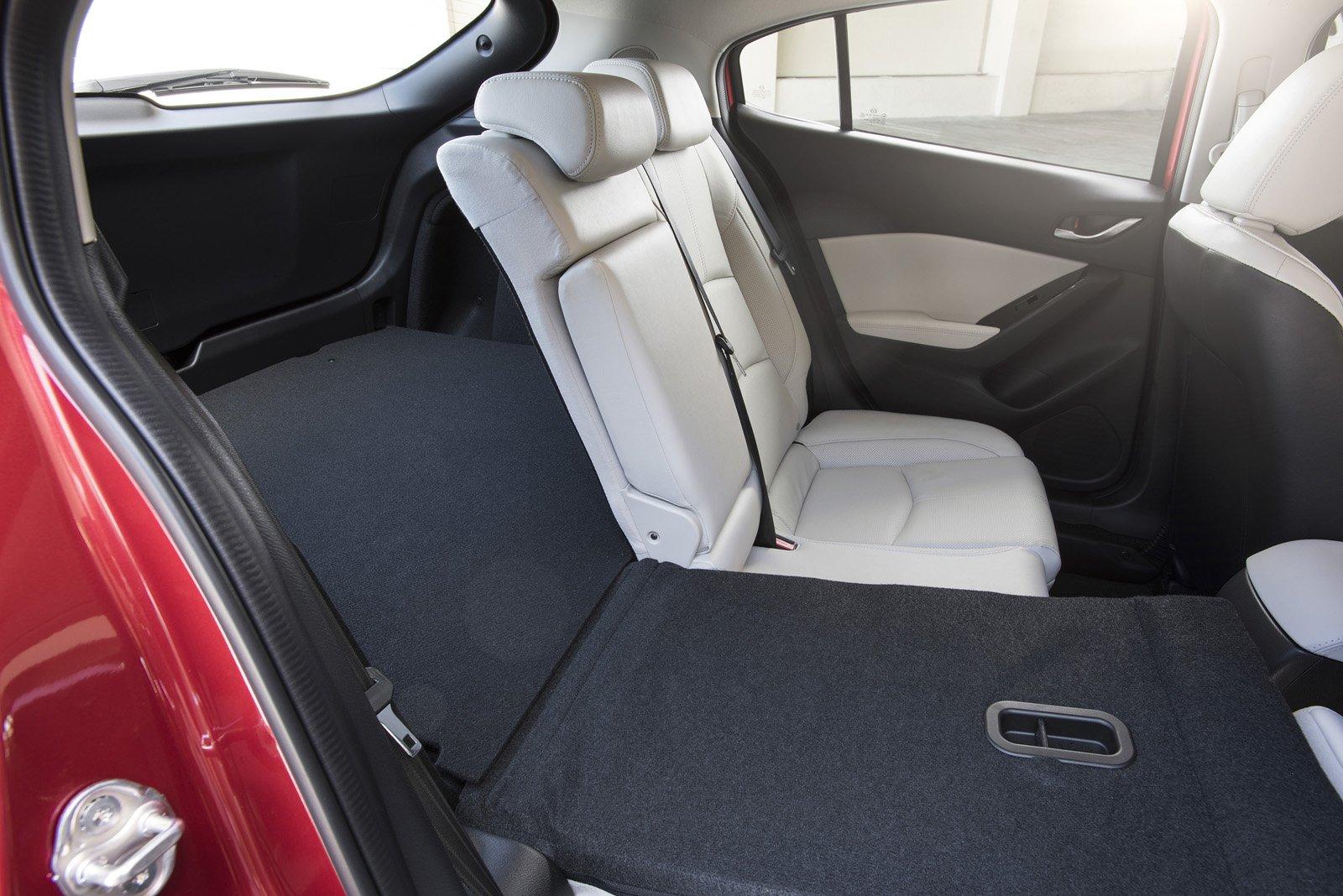 So sánh qua ảnh xe Mazda 3 Sport 2020 và đời cũ a24