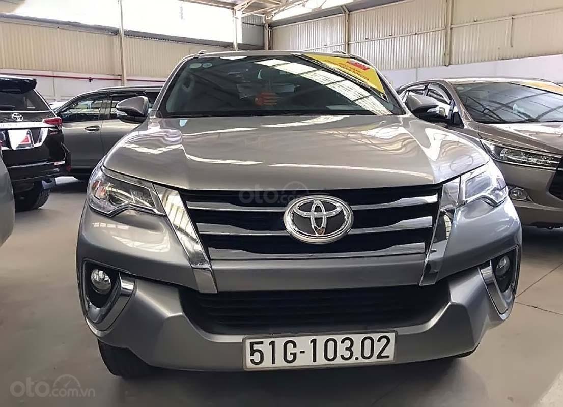 Cần bán gấp Toyota Fortuner V năm sản xuất 2017, màu bạc, nhập khẩu nguyên chiếc (1)