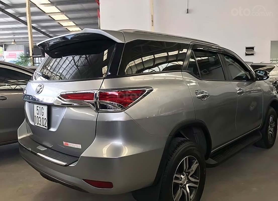 Cần bán gấp Toyota Fortuner V năm sản xuất 2017, màu bạc, nhập khẩu nguyên chiếc (2)