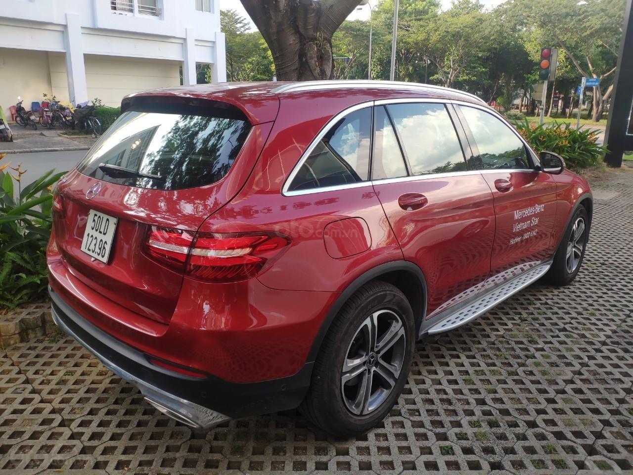 Giá tốt, Mercedes GLC200 2019 đỏ 2000km (3)