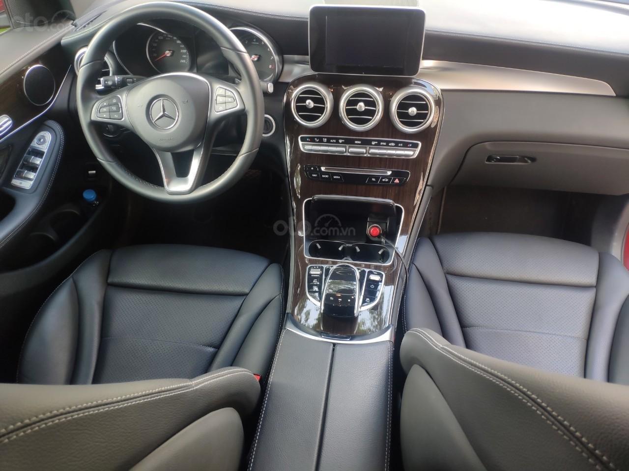 Giá tốt, Mercedes GLC200 2019 đỏ 2000km (4)