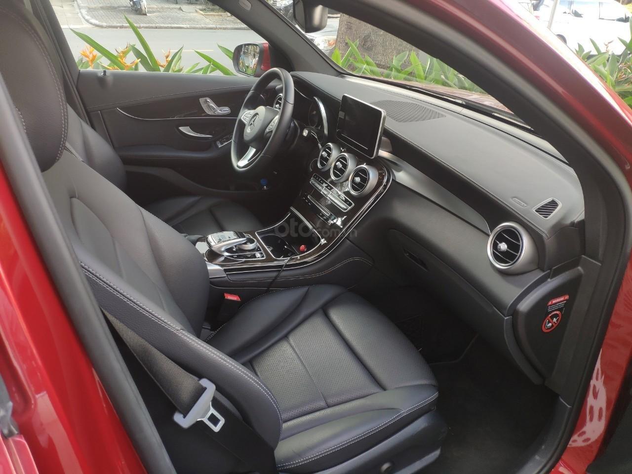 Giá tốt, Mercedes GLC200 2019 đỏ 2000km (5)