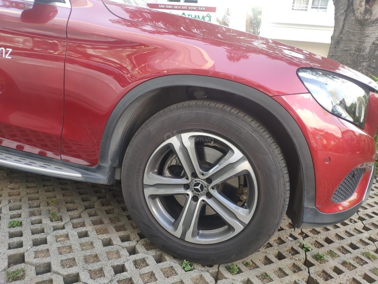 Giá tốt, Mercedes GLC200 2019 đỏ 2000km (2)
