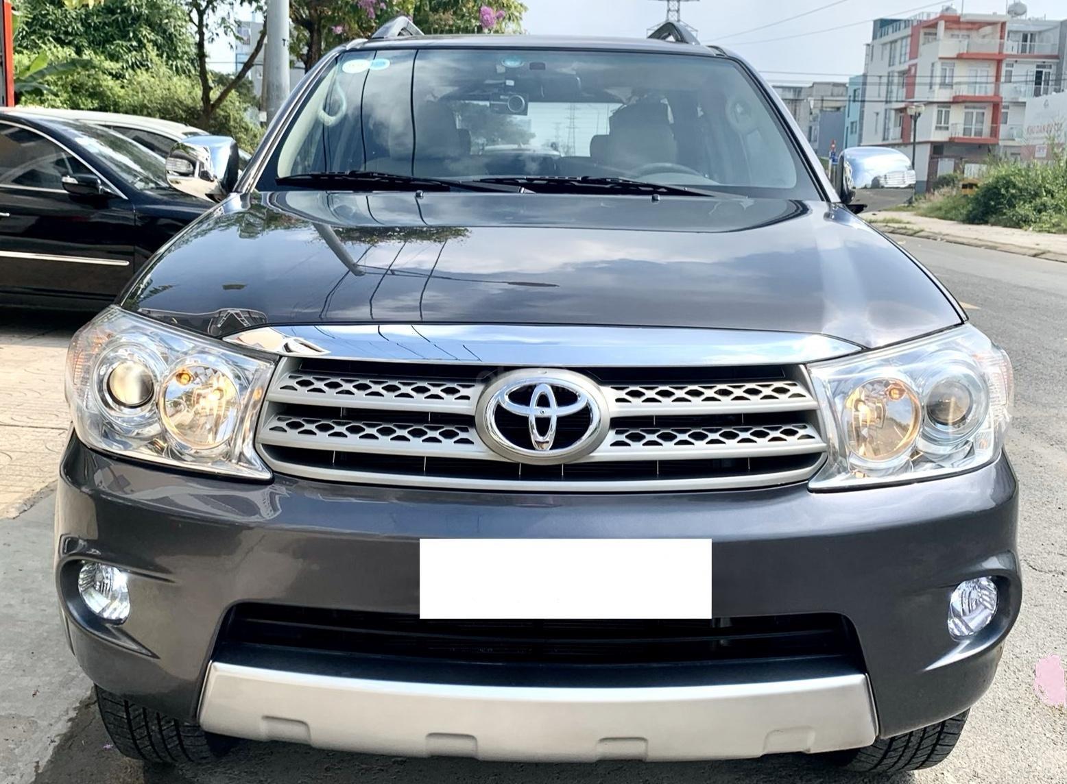 Toyota Fortuner đời 2011, màu xám, nhập khẩu nguyên chiếc (2)