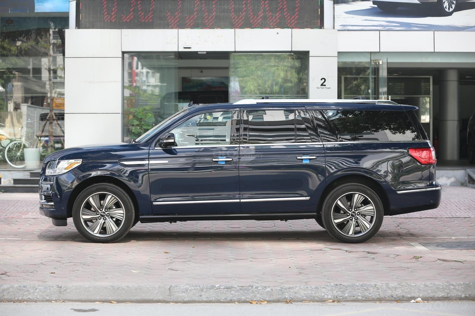 Cần bán Lincoln Navigator L năm sản xuất 2019, màu xanh lam, xe nhập Mỹ mới 100% (2)