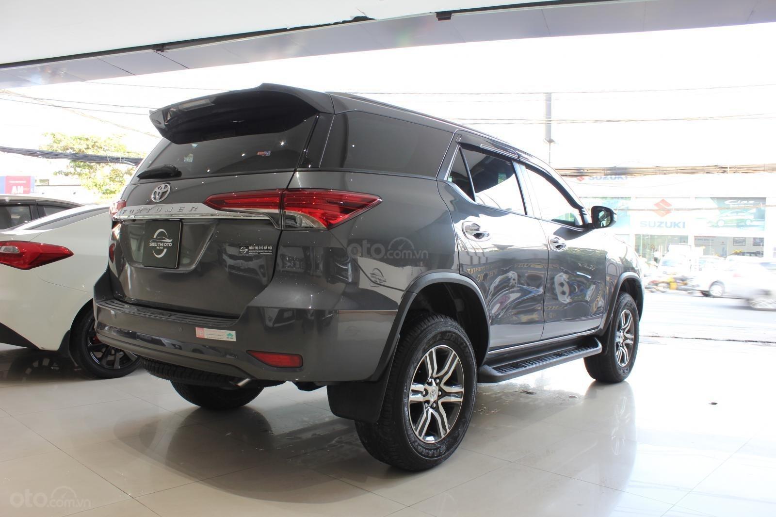 Cần bán Toyota Fortuner 2.7 AT đời 2018, màu xám (ghi), nhập khẩu nguyên chiếc (5)
