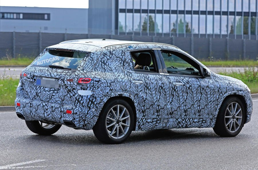 Mercedes-Benz GLA-Class 2021 đuôi xe