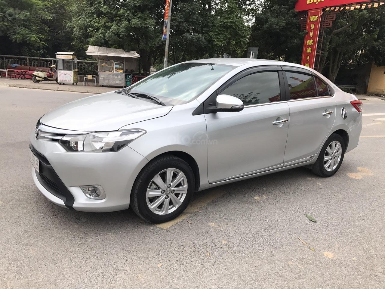 Bán xe Toyota Vios 1.5E CVT 2017, màu bạc, 1 chủ không lỗi nhỏ, xe mới cứng (2)